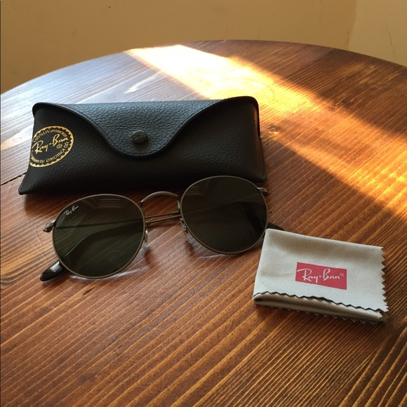 a491becc1aa Ray Ban Round Metal Sunglasses Gunmetal RB3447. M 5a79c31c739d486a1aff3f48